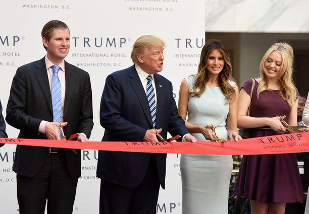 Trump avasi Washingtonin-hotellinsa lokakuussa 2016, vain viikkoa ennen hänelle voittoisia presidentinvaaleja. Hotelli sijaitsee vain kivenheiton päässä Valkoisesta talosta.