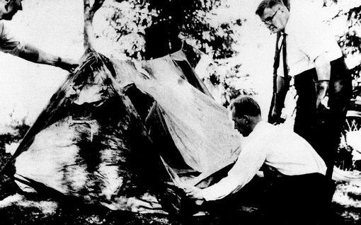 Ikoninen ja raastava kuva Bodomin poliisityöstä: Murhan ratkaisu on sikarimiehen käsissä, mutta hänellä ei ole mitään mahdollisuutta tajuta sitä