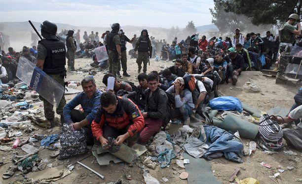 Irakista Saksaan haluava pakolainen joutuu pulittamaan matkastaan 7000-14000 euroa eikä matka ole hinnasta huolimatta luksusta.