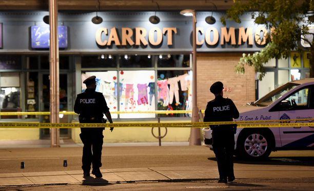 Ammuskelu tapahtui suositulla ravintola-alueella lähellä Kanadan suurimman kaupungin Toronton keskustaa.