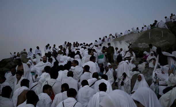 Arafatvuori sijaitsee lähellä Mekkaa.