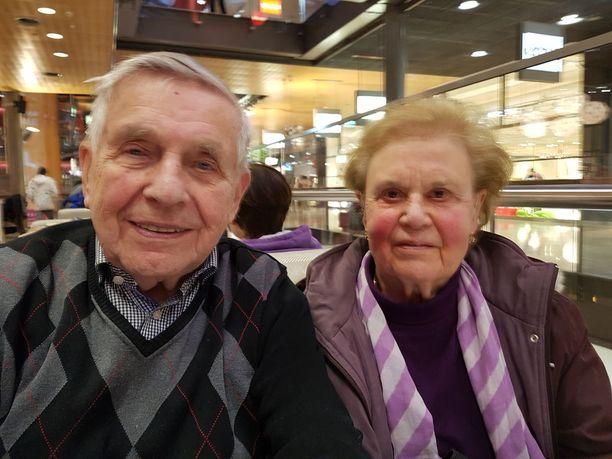 Pentti, 90, ja Liisa Salmi, 89, ovat yhteen hitsautunut pari.
