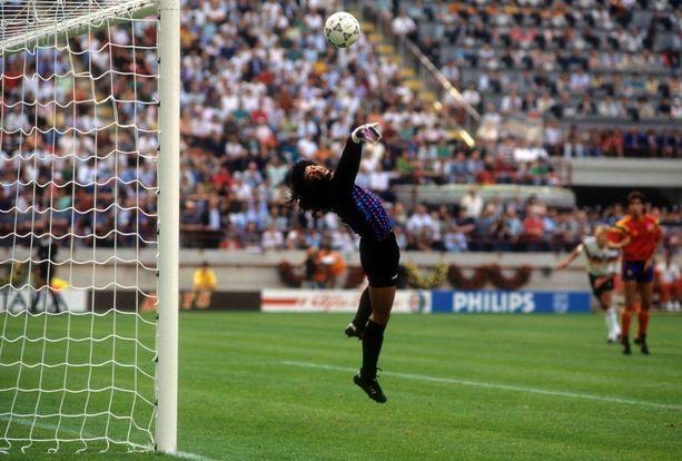 René Higuíta torjui Kolumbian 1-1-tasapeliin tulevaa mestaria Länsi-Saksaa vastaan MM-kisoissa 1990.