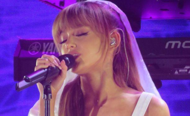 Ariana Grande kirjoitti koskettavan tekstin edesmenneelle Mac Millerille.