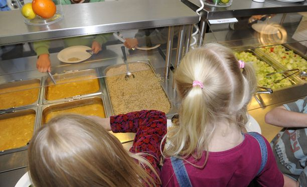 Täynnä lisäaineita Äidit ja asiantuntijat ovat huolissaan kouluruuan vaikutuksista lapsiin.