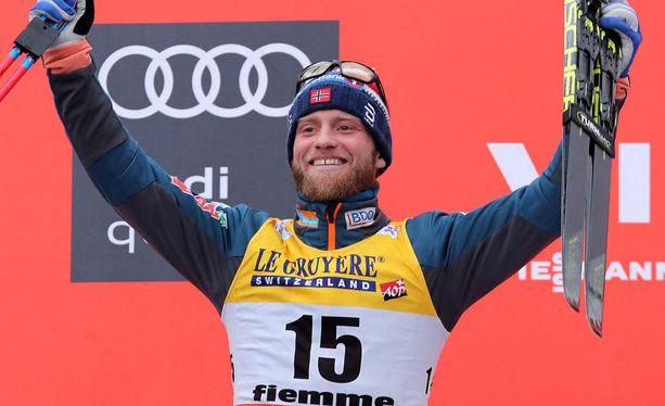 Martin Johnsrud Sundby piti Norjan miesten hiihtomainetta yllä.