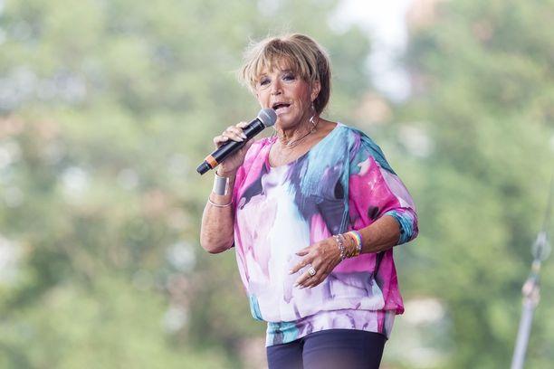 Lill-Babs esiintyi useita kertoja suomalaisillekin tutussa Allsång på Skansen -ohjelmassa.