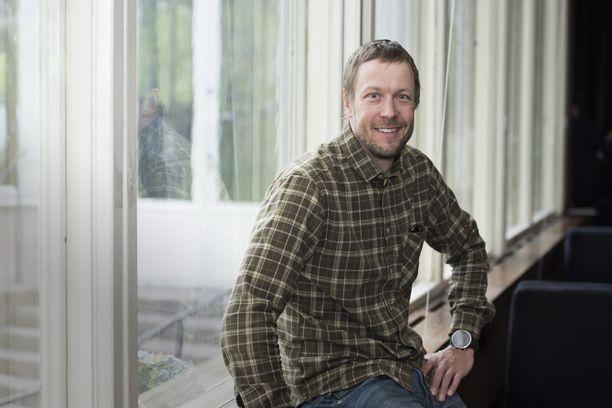 Mikko Peltola on tehnyt pitkän uran televisiossa ja radiossa. Kuva: Inka Soveri