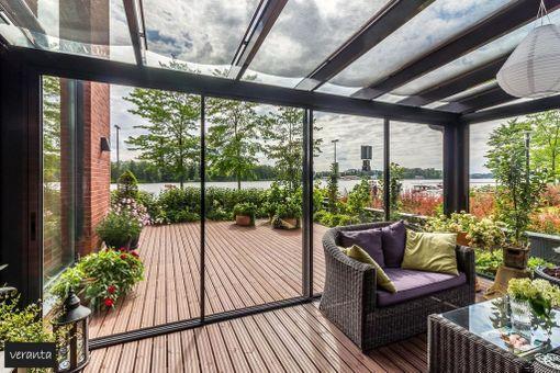 Tampereen Ratinassa sijaitsevan kerrostaloasunnon verannalla on tällaiset näköalat.