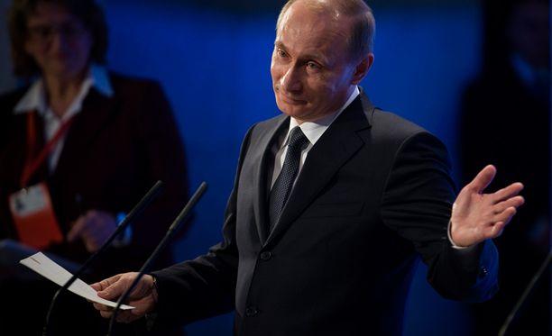 Keskustan työvaliokunta ehti jo hyväksyä sopimuksen Putinin puolueen kanssa.