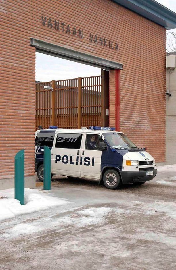 Jari Aarnion epäillään järjestäneen rikollisjengiläisen Vantaan vankilaan painostaakseen siellä istunutta tutkintavankia.