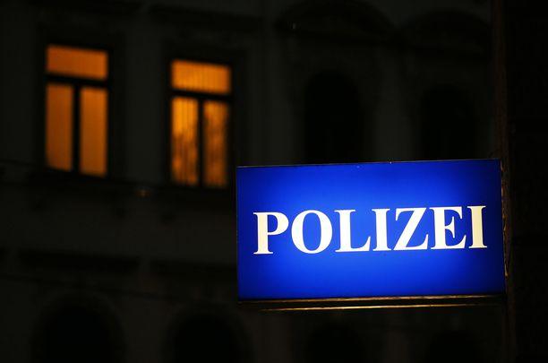 Poliisi toimitti tytön äitinsä luo. (Kuvituskuva)