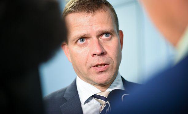 Valtiovarainministeri Petteri Orpo olisi valmis laskemaan ainakin osaa päivähoitomaksuista.
