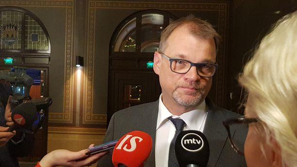 Pääministeri Juha Sipilä kommentoi maata kuohuttavaa seksuaalirikosvyyhtiä Oulussa lauantai-iltana.