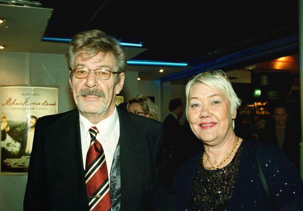 Harri ja Aila Häkkinen olivat tärkeä tuki Mika Häkkisen autourheilu-uralla. Kuva on vuodelta 2002.