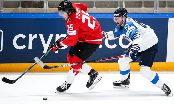 Owen Power voitti Kanadan paidassa jääkiekon MM-kultaa kevään kilpailuissa.