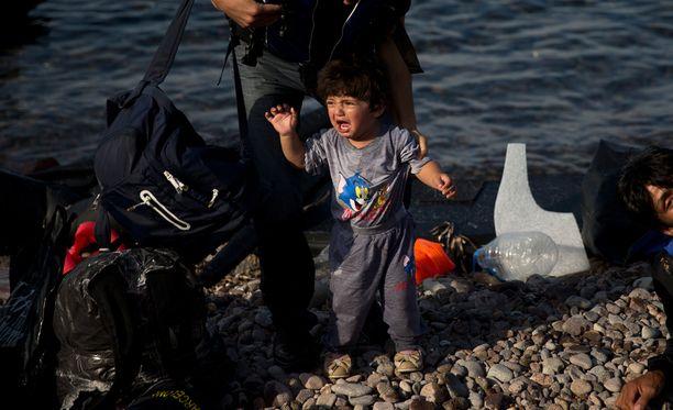 Afrikasta ja Lähi-idästä Eurooppaan pyrkivät pakolaiset joutuvat tällä hetkellä käyttämään vaarallisia merireittejä, koska ilmateitse saapuminen ei ole mahdollista.
