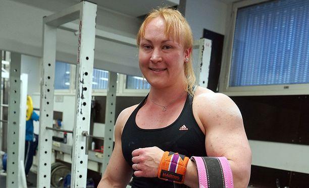 Anna Khudayarov on lääkäriopiskelija ja kilpatason voimailija.