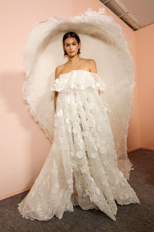 Kaia Gerber Givenchyn haute couture -häätyylissä.