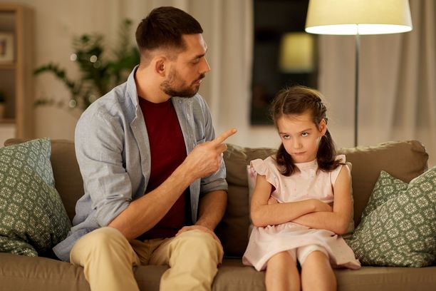 Kieltojen sijaan lapselle kannattaa kertoa, mitä hänen toivotaan tekevän.