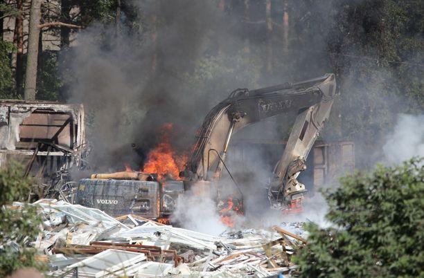 Tulipalon myrkyllisestä savusta on annettu vaaratiedote.