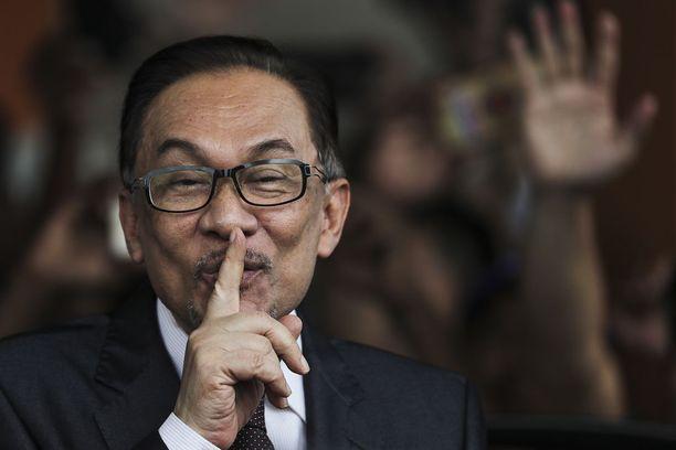 Oppositiojohtaja Anwar Ibrahim vapautui keskiviikkoaamuna vankilasta.