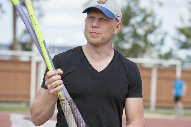 Entinen pikaluistelija Pekka Koskela työskentelee nykyisin keihästeknologian parissa.