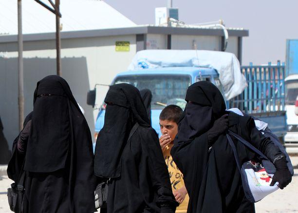 Al-Holin leirillä Syyriassa on tuhansia Isis-taistelijoiden vaimoja.