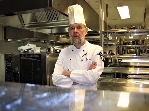 Mika Lehtinen on kouluttanut kokkeja yli 30 vuotta. Hän työskentelee Tampereen ammattiopistossa Tredussa.