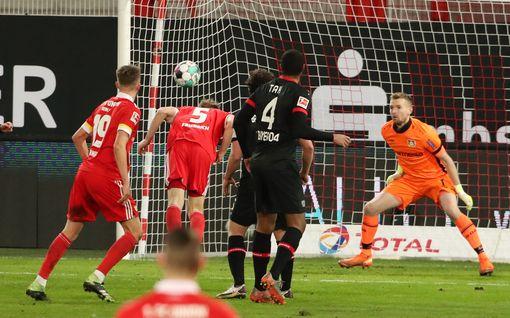 Vuoden urheilija Hradeckyn nollapeli suli kalkkiviivoilla – Leverkusenin vaikeudet jatkuivat
