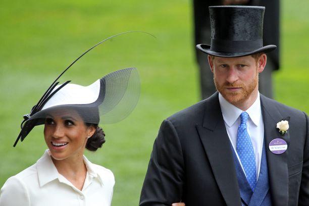 Prinssi Harry ja herttuatar Meghan näyttäytyivät brittiläisen paikallislehden kannessa kiusallisessa valossa.