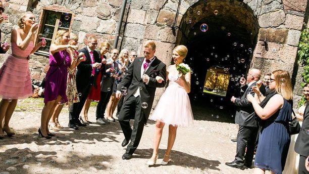Ensitreffit alttarilla -ohjelman ensimmäisen kauden häitä vietettiin Suomenlinnassa.