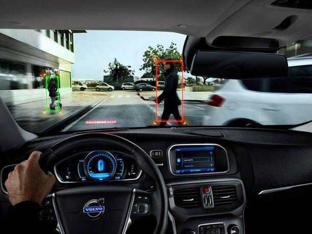 Miksi kuljettaja ei ehdi jarruttaa ajoissa? Hän voi kiinnittää huomionsa johonkin muuhun kuin liikenteeseen. Auringoalo voi häikäistä, edelläajava tekee äkkijarrutuksen, lapsi hyppää auton eteen tai aikuinen ylittää kadun katsomatta ympärilleen.