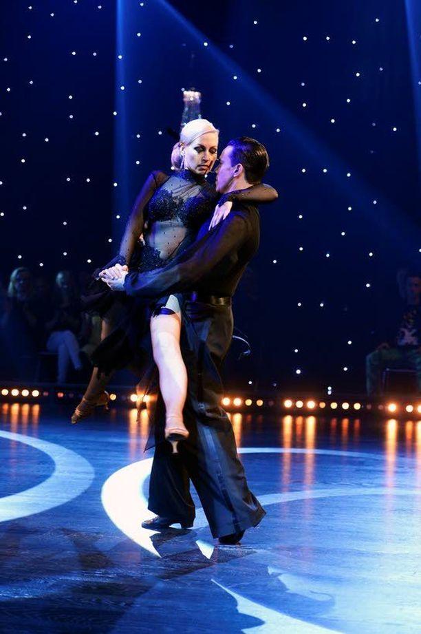 VOITTAJASUOSIKKI Viime viikolla potin räjäyttänyt Krisse Salminen on lukijoiden mielestä tanssikisan häikäisevin oppilas.