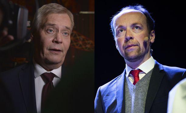 Perussuomalaisten Jussi Halla-aho toivoo, että ministeri Sirpa Paateron (sd) lisäksi myös pääministeri Antti Rinne (sd) eroaisi.