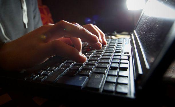 Identiteettivarkauksista huolimatta melkein 90 prosenttia vastaajista osaa mielestään käyttää internetiä ja ymmärtää sen käytön riskit.
