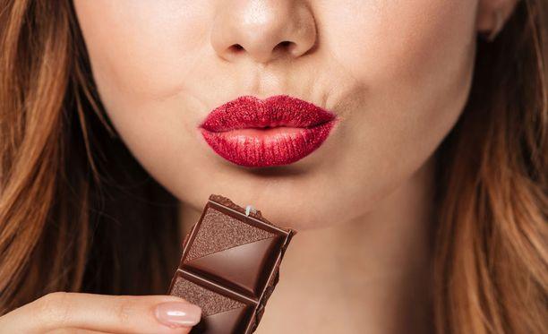 Nautiskelukin kuuluu hyvään elämään, mutta suklaata ei kannata ahmia.
