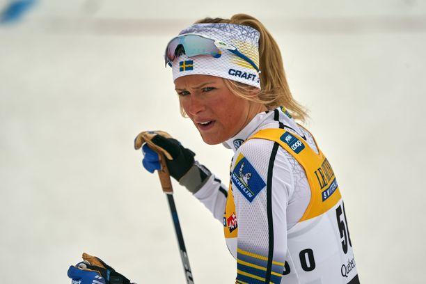Frida Karlsson on Ruotsin hiihdon nuori supertähti.