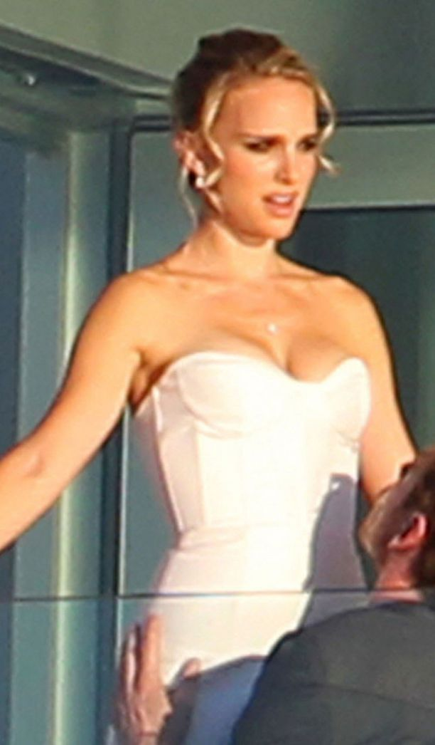 Natalian rintavarustus näyttää uuden elokuvan kuvauksissa uhkeammalta.