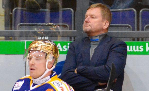 Niin Ville Vahalahdella kuin Kari Heikkilälläkin on tänään aihetta riemuun.
