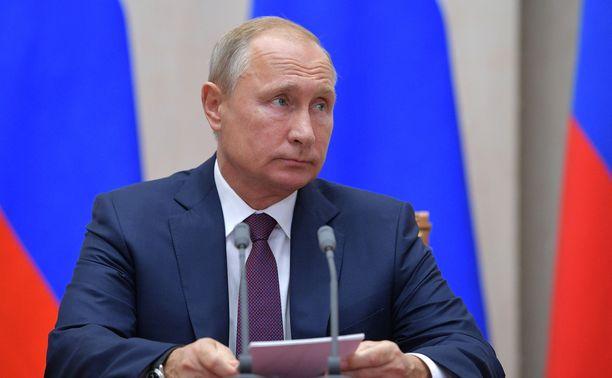 Putin sanoi nuorten tavoittelevan vääränlaista sankaruutta.