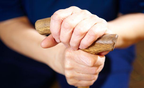 Suomessa Parkinsonin tautia sairastaa noin 14 000 ihmistä.