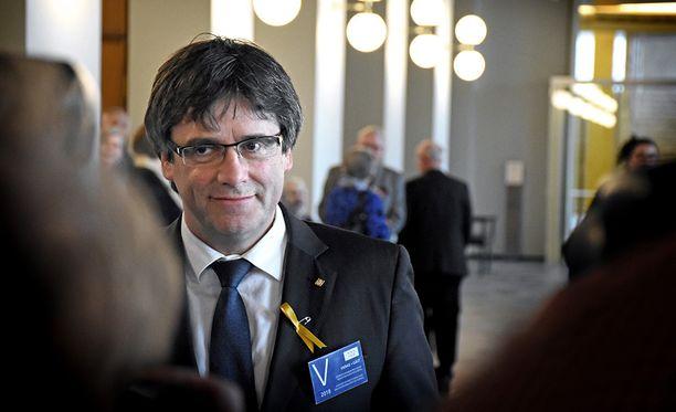 Puigdemont tuli Suomeen torstaina ja hänen oli tiettävästi tarkoitus palata Belgiaan iltapäivällä. Hänen olinpaikkansa ei ole Suomen viranomaisten tiedossa.