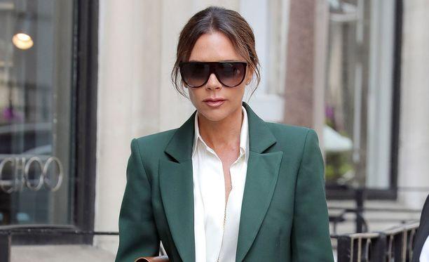 Victoria ja David Beckhamin avioliiton huhutaan olevan karahtamassa kiville. Kuvassa Victoria Beckham toukokuussa Lontoossa.