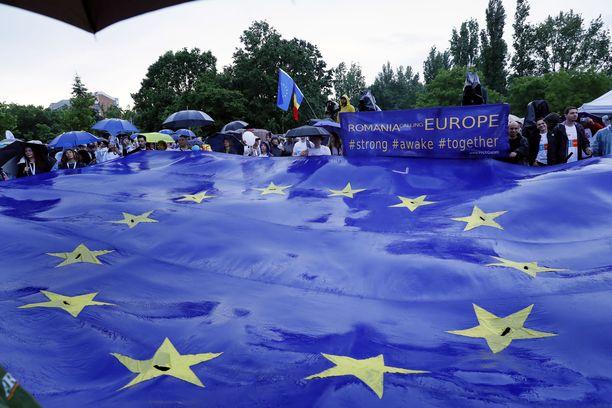 Kokoomus on ollut perinteisesti eurovaalien ykköspuolue, ja paalupaikka näyttäisi gallupien mukaan säilyvän kokoomuksella myös sunnuntain EU-vaaleissa.