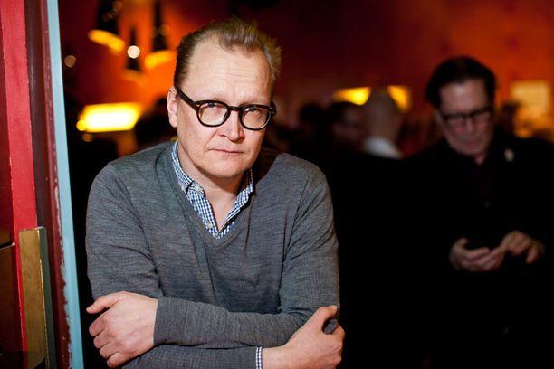 Uutuussarjaa tähdittävä Janne Reinikainen on tosielämässä kahden lapsen isä. – Sarjassa nähtävän jäätiköllä tapahtuvan ultrajuoksun kuvauspaikka pysyköön vielä salassa, Reinikainen totesi.