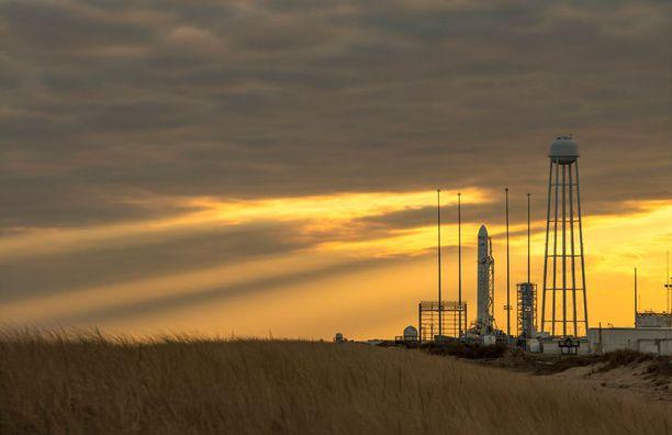 Antares-raketin laukaisua siirrettiin Auringon aktiivisuuden takia.