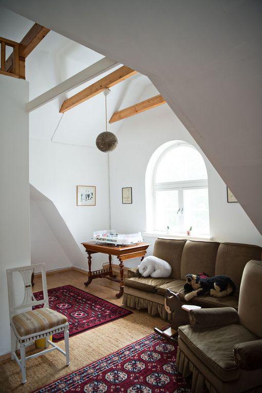 Ribbinginhovin talot on muurattu tiilestä, välipohjat rakennettu puusta.