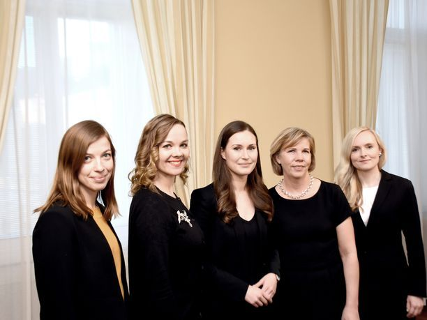 Hallituksen johtoviisikko: puheenjohtajat Li Andersson (vas) ja Katri Kulmuni (kesk), pääministeri Sanna Marin (sd) sekä puheenjohtajat Anna-Maja Henriksson (rkp) ja Maria Ohisalo (vihr).