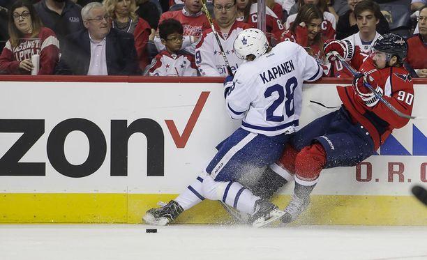 Toronto Maple LEafsin suomalaistulokas Kasperi Kapanen jaksoi puurtaa Washington Capitalsia vastaan. Kapasen työ palkittiin kahdella elintärkeällä maalilla.